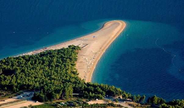 Пляж в южной части острова Брач