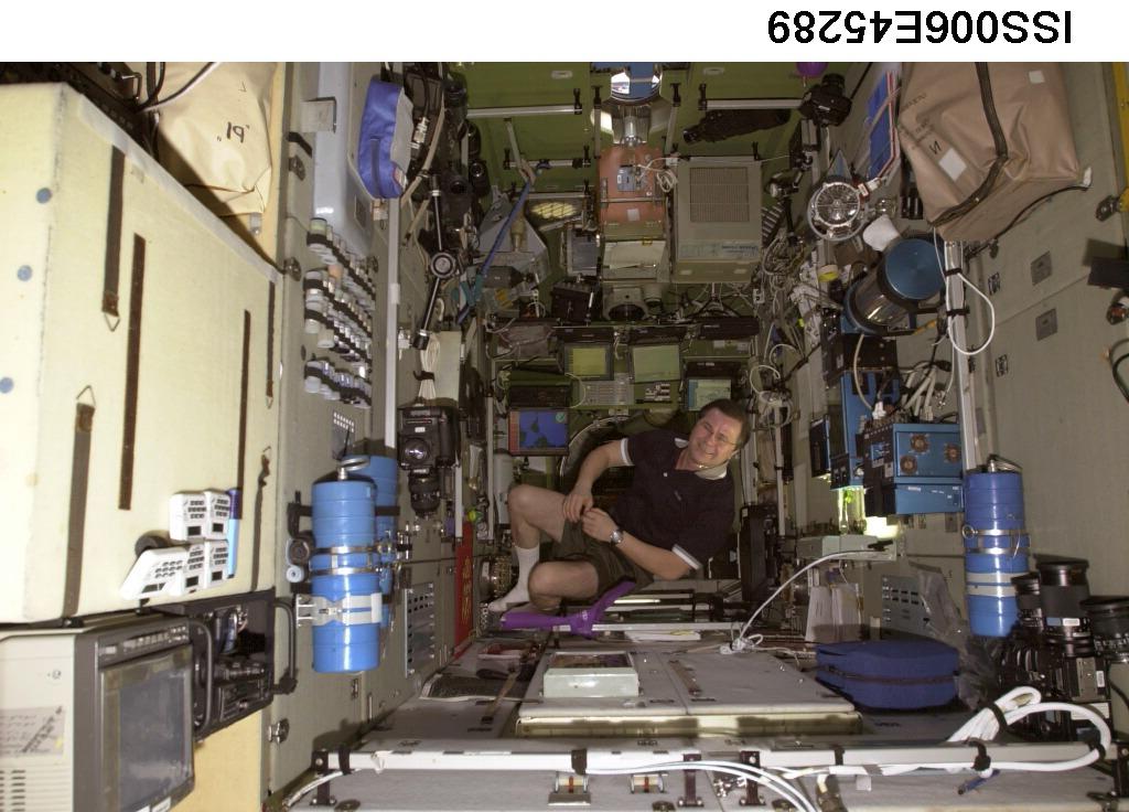 Поток на станции «Мир» и МКС