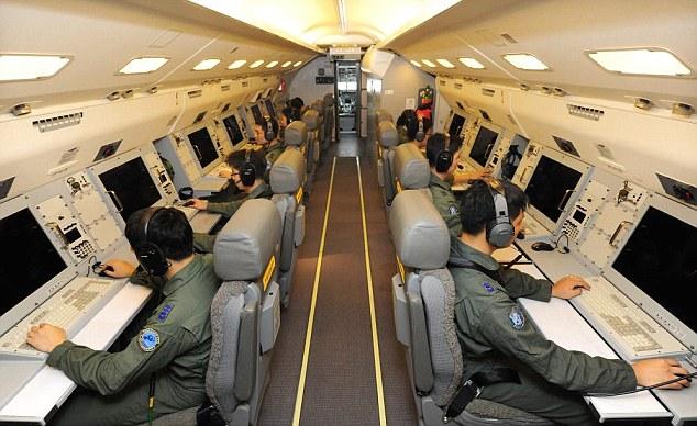 Самолет-радар внутри