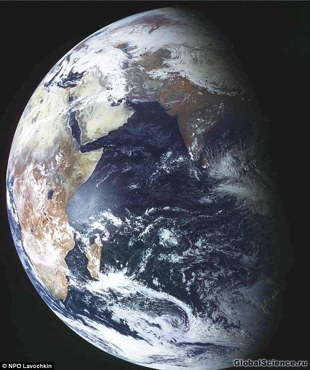Поразительное изображение Земли, сделанное Электро-Л 26 февраля