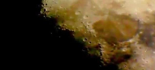 взлетающий с поверхности Луны НЛО