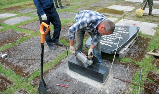 Популярные методы установки памятников