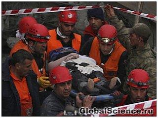 Землетрясение в Турции: Спасательные команды ищут оставшихся в живых