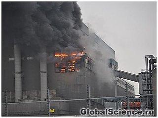 Сильный пожар охватил электростанцию Тильбери