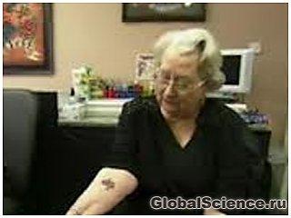 Британка в 92 года решилась на первую татуировку