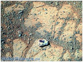 Рядом с марсоходом Opportunity найден необычный камень