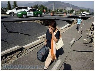 Из-за землетрясений в Чили эвакуировали 100 тысяч человек