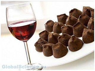 Большую пользу организму приносит шоколад и красное вино