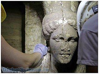 Каменные девы охраняли могилу матери Александра Македонского