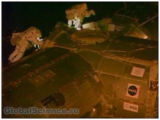 Астронавты МКС совершили выход в космос для смазки механизмов и прокладки кабеля