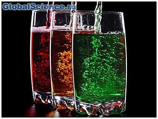Диетологи назвали 11 причин, по которым надо отказаться от сладких газированных напитков