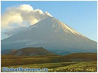 Вулкан Ключевской на Камчатке выбросил пепел на 6 км