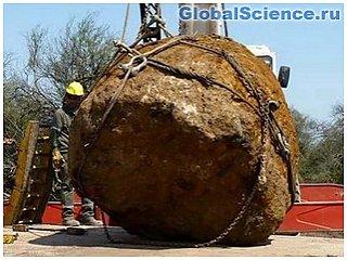 Исследователи обнаружили в Аргентине огромный метеорит видео
