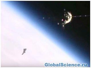 Камеры МКС сняли на видео НЛО, которое следило за станцией