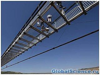 В Китае достроили самый длинный стеклянный мост в мире