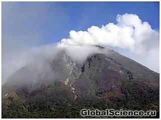 Вулкан в Индонезии произвел новый выброс пепла