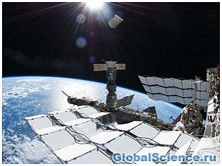 МКС движется навстречу отработанной российской ракете: космонавты укрылись в спасательных капсулах