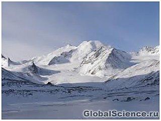 Ученые выяснят, какое количество воды ежегодно теряет самый большой ледник Алтая
