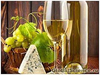 Біле вино руйнує зубну емаль