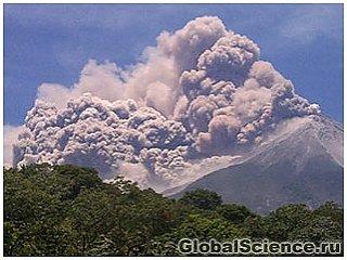 Началось извержение самого высокого вулкана на Суматре