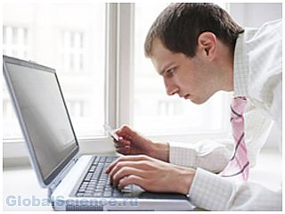 Людям, проводящим большую часть времени за компьютером, грозит остеопороз