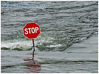 Японцы готовятся к возможному сильному наводнению