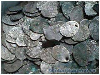 В центре Вологды найдены серебрянные монеты и другие древние автефакты