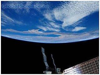 Космонавтов на МКС сопровождает гигантский НЛО