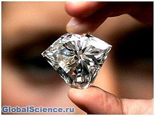 Ученые смогли разглядеть ударную волну в алмазе