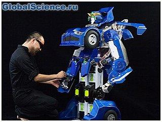 Японский робот-трансформер превращается в двухместную машину