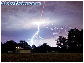 Ученые научились управлять молнией с помощью лазера