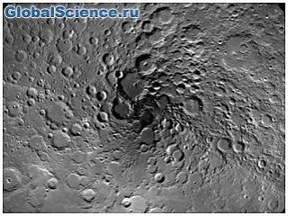 ESA получило новый снимок северного полюса Луны