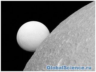 На Землю станцией Cassini, переданы фотографии двух спутников Сатурна